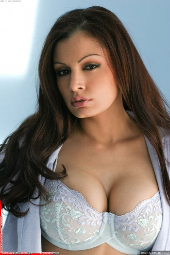Stolen Face / Stolen Identity - Aria Giovanni: Have You Seen Her? 35